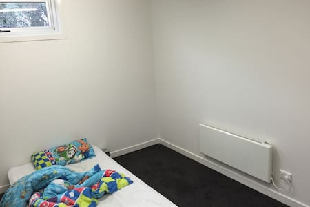 Bedroom for 1 or 2 double bed - Northcote - Appartamento