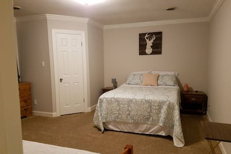Private Bedroom/Bathroom by Union Univ. & I-40 (2)