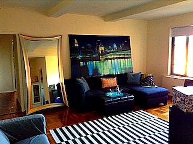 All For You! Huge, Sunny, Pristine Condominium!! - Bronx - Appartement en résidence