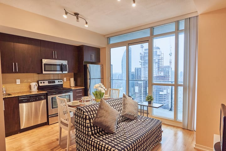 Lux. 1 BR next to Union Station/Scotiabank arena