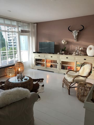 Mooi en licht appartement bij Amsterdam