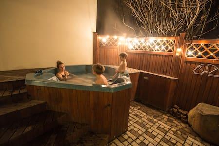 Cosy studio with hot tub.