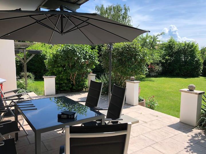 Große Ferienwohung mit Garten und Terrasse