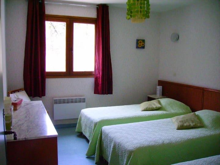 Triple basic room