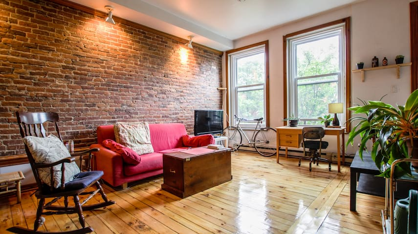 St Henri - Huge room in gorgeous 2 story home!