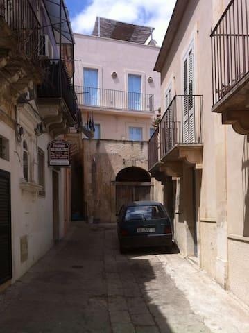 Ronco Frasca townhouse. - Noto - Talo
