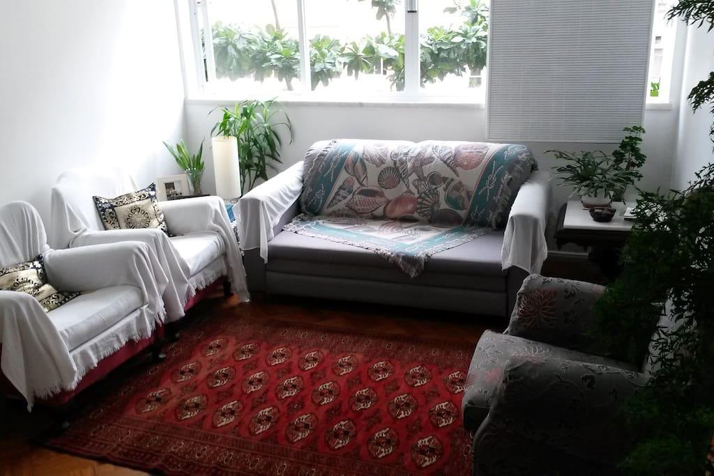 Sofá-cama e sofás individuais