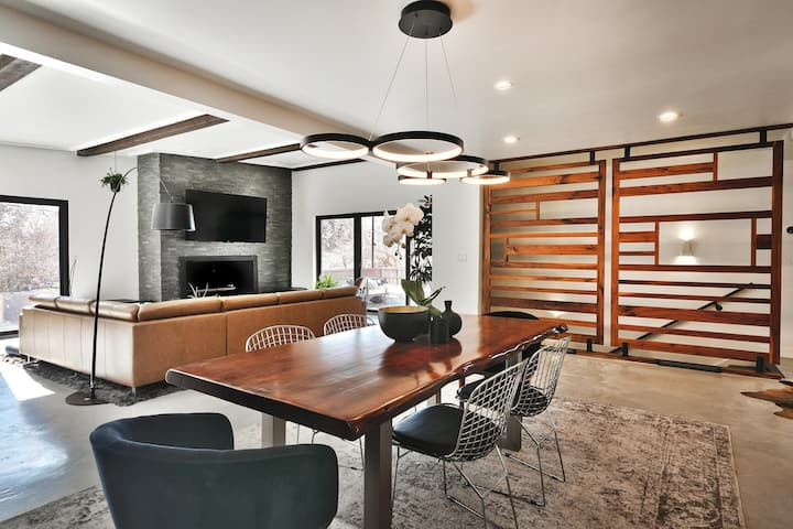 Beautiful Modern Home   Great for Ski Trips and Multi Family   Amazing City Views   Multi Level Living Rooms