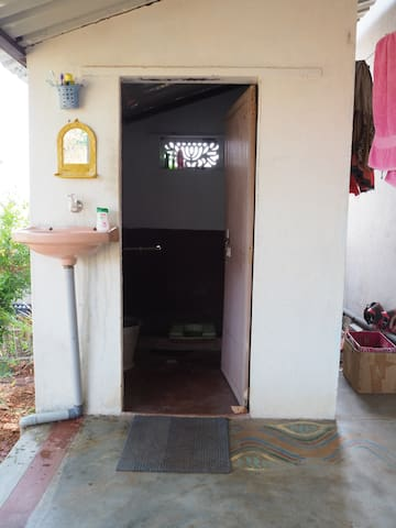 Chinnies - home- private room - Virupapuragaddi - Casa