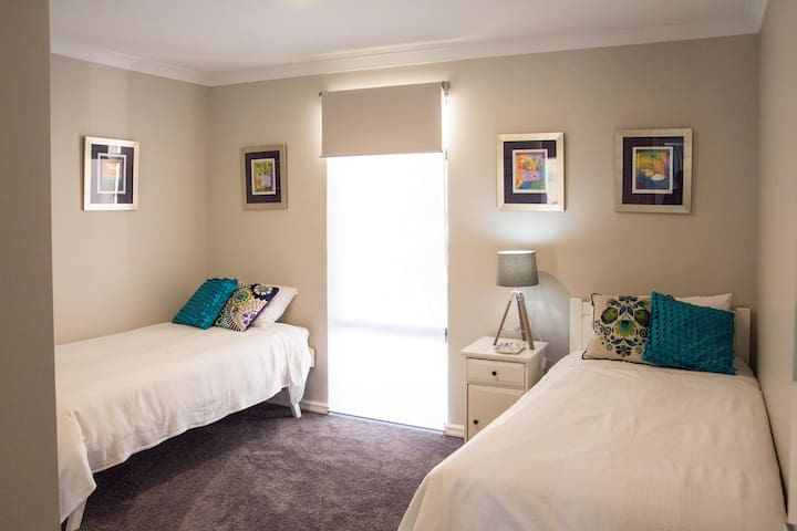 twin bedroom with large built in wardrobe