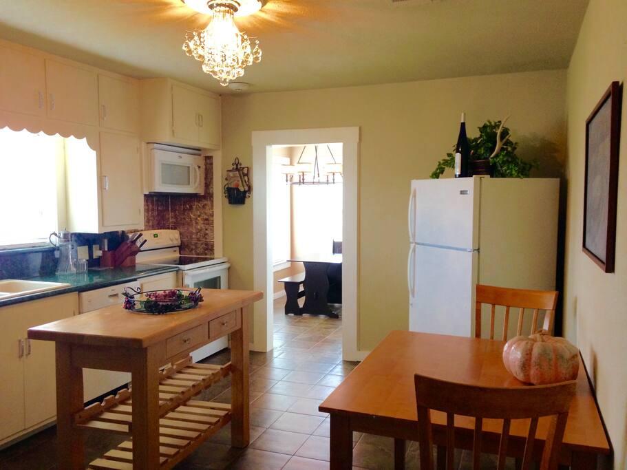 Big Modern Kitchen with full size refrigerator & modern appliances