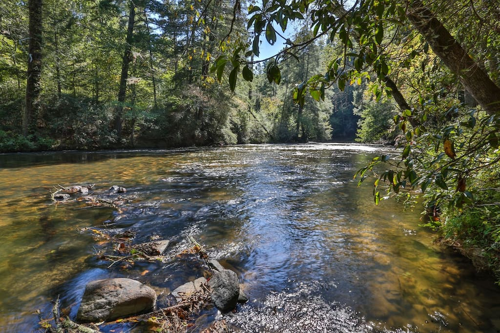 Easy access to the Cartecay River