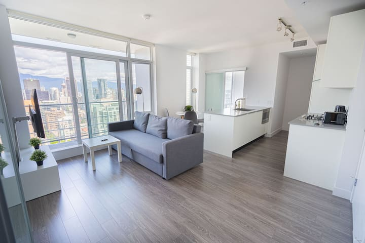 Brand New&high rise in Downtown! 4Bed+FreeParking
