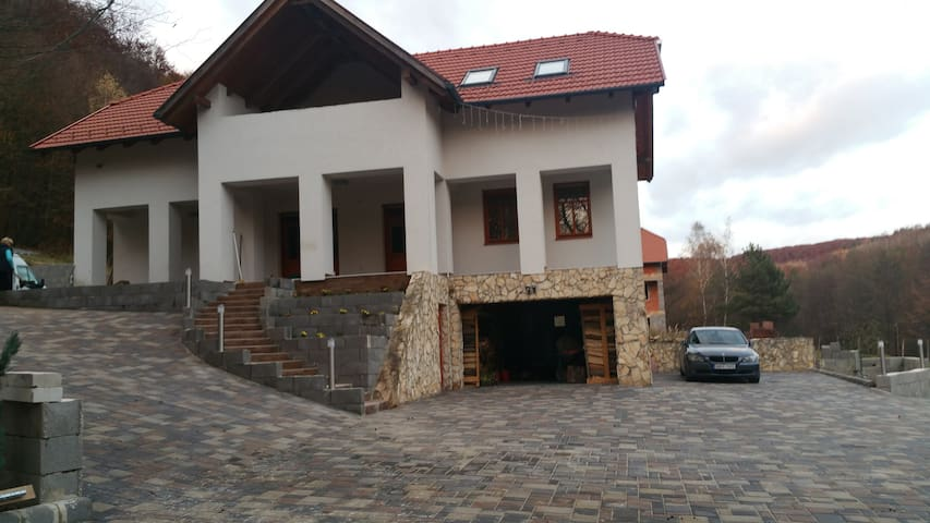 Újhuta apartman - Háromhuta - Casa