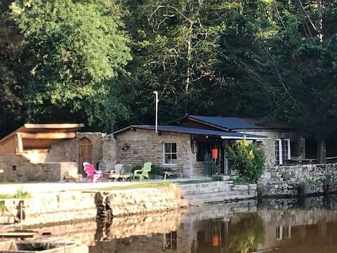 Lac avec Chalet en Morvan à  15 min de l A6 .