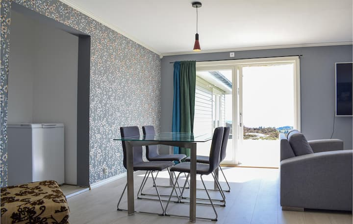 Awesome apartment in Bekkjarvik with WiFi and 2 Bedrooms