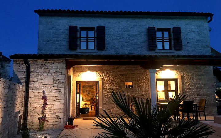 VILLA EMILJA - Steinhausvilla für 4 Pers. mit Pool