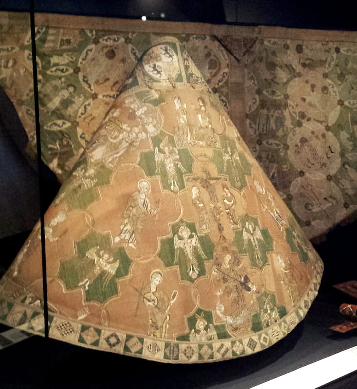 14th Century Vestments