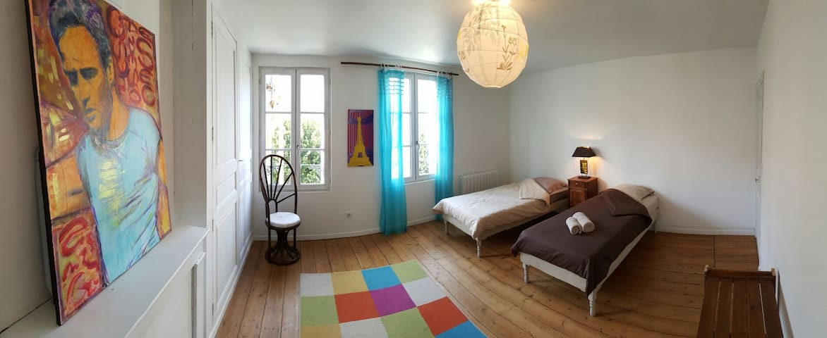 Grande chambre lumineuse - Fontenay-le-Comte - Rumah