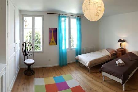 Grande chambre lumineuse - Fontenay-le-Comte