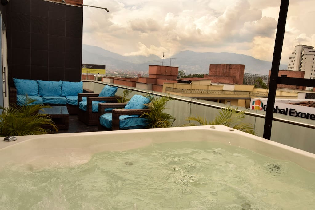 Private Jacuzzi for 8 people
