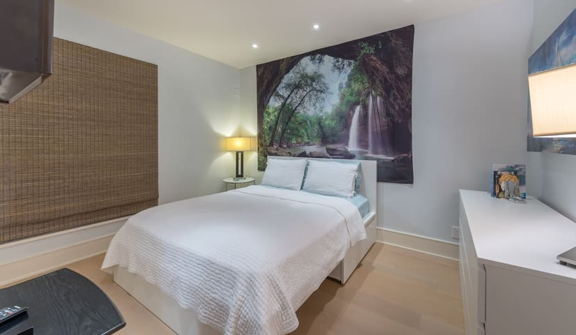 Bedroom with Queen Size