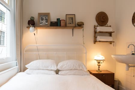 Cozy Room in Newly Renovated House in City Centre