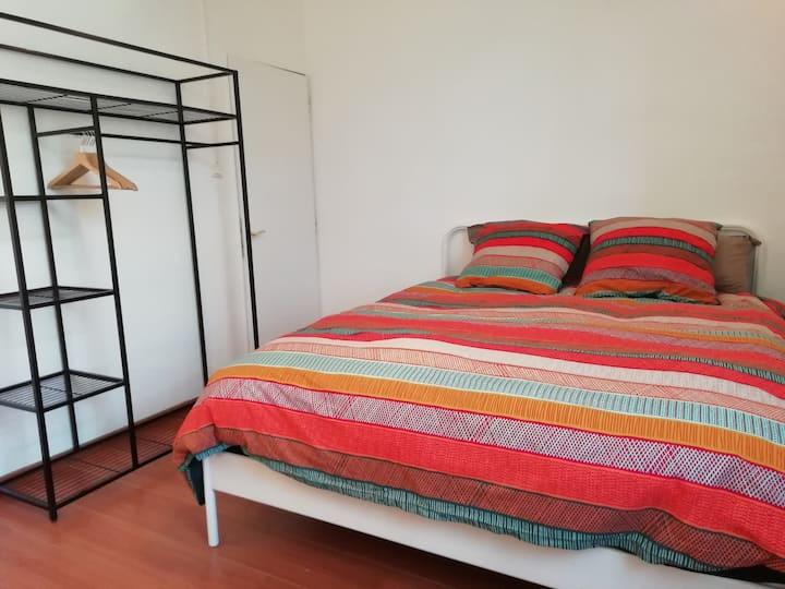 Chambre cosy 10 mn de Rouen +TV+Netflix et jardin.