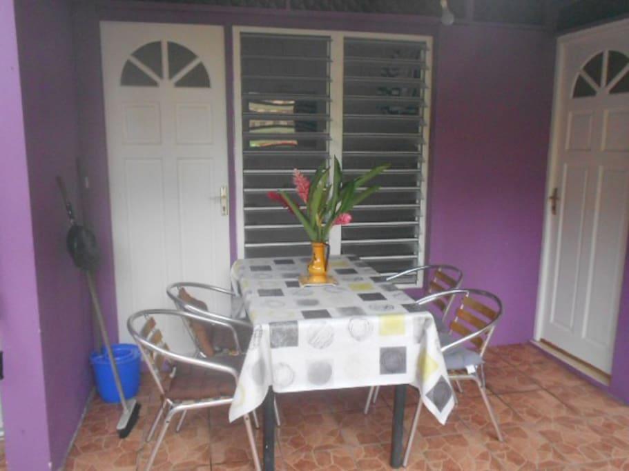 Le maracudja maisons louer trois rivi res basse for Equipement de cuisine trois rivieres