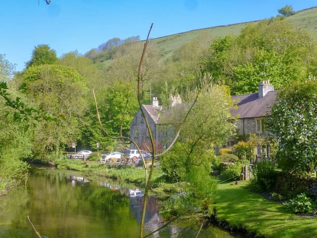 River Garden Cottage (UK4165)