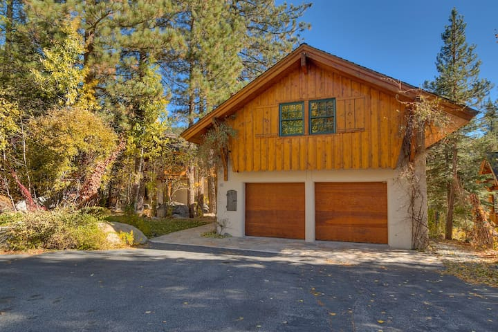 Swiss Chalet 6 BR 4000+ Sq ft - IN SQUAW VALLEY - Hot Tub Too!