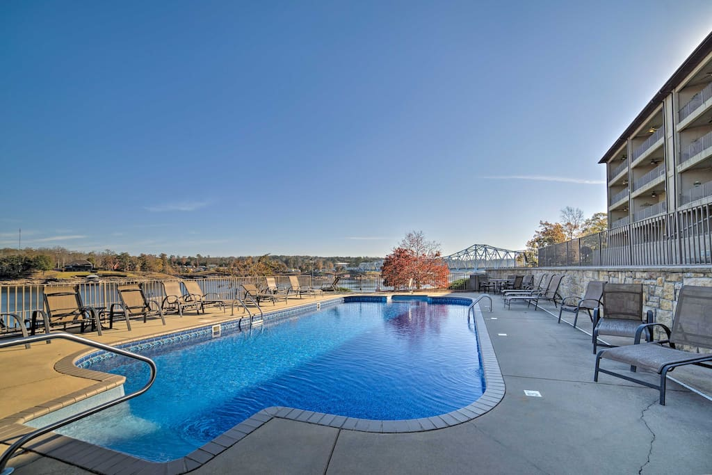 With lake views and a community pool, this condo is the perfect Alabama escape!