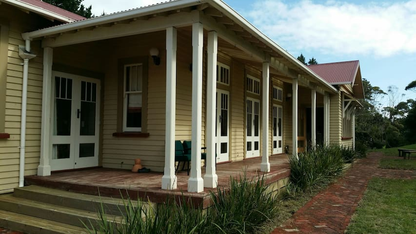 Room in beautiful 1930's renovated Villa - Waikanae - Huvila
