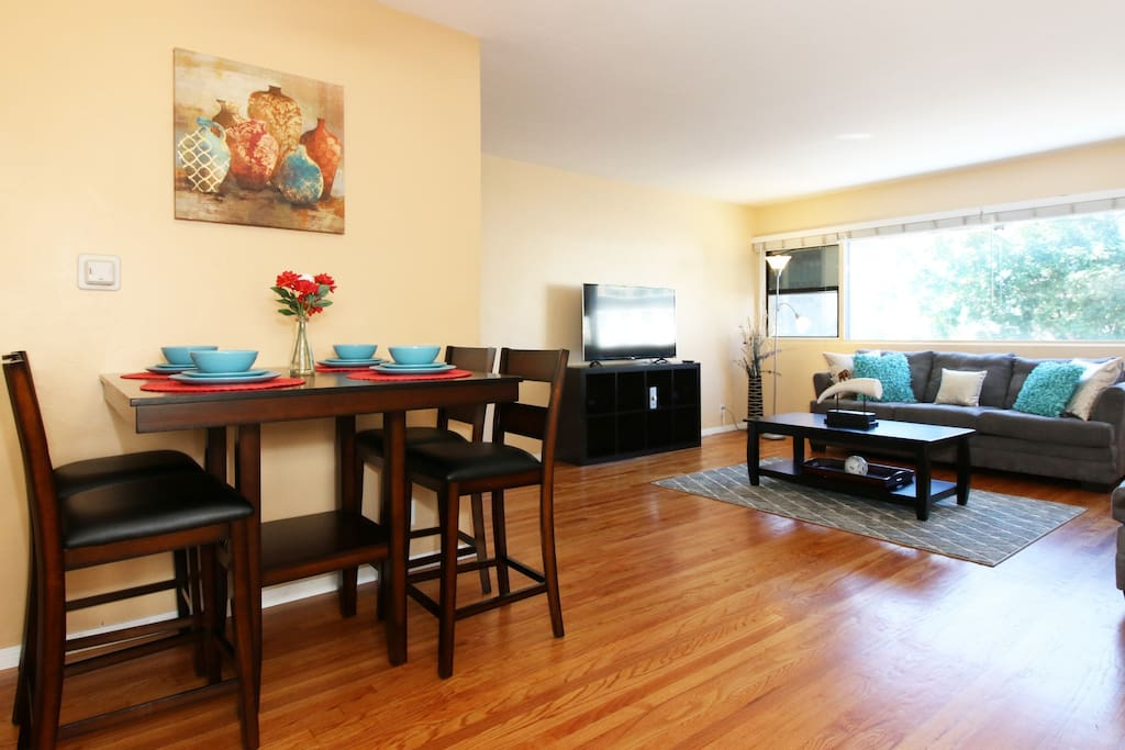 Downtown Rooftop Apartment, Fast Internet, TV in every room, comfortable and ready for you.
