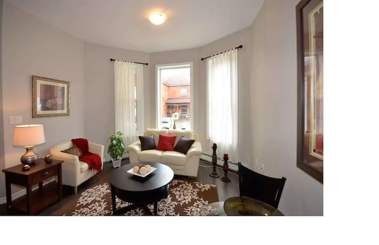 Urban Private 2 Bedroom Suite Downtown - Hamilton - Leilighet