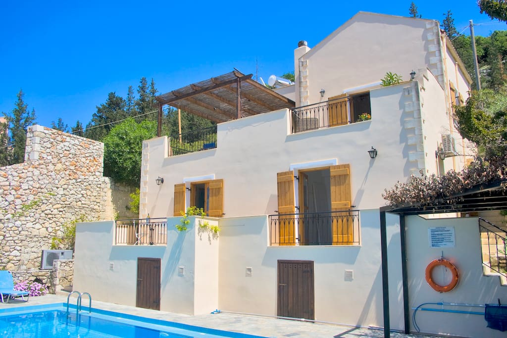 A lovely spacious villa with ample room for 6 people.