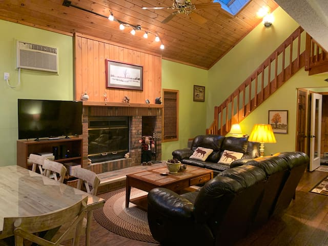 <••Ridge Retreat••> 3BR 3BA House in the Mountains