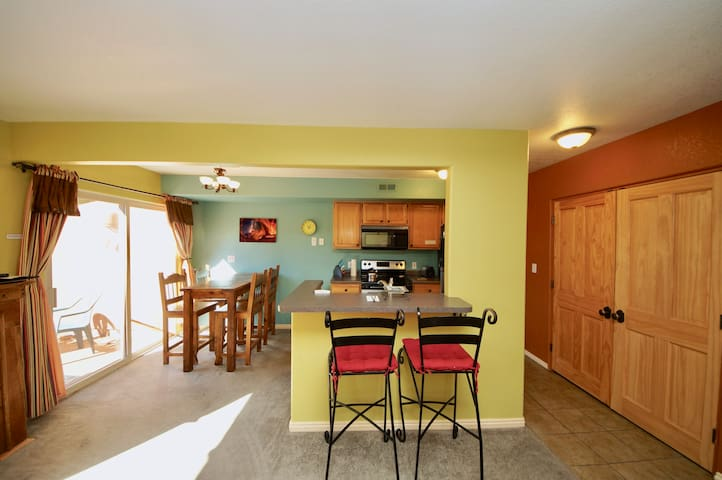 Condo w/ great views, near Moab Golf Course.SV3282