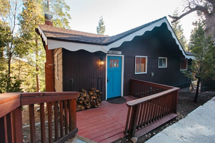 Cozy Chalet with Scenic Views - Running Springs