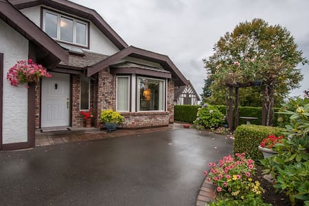 Laurel's Cottage: Bed & Breakfast with 3 bedrooms - Qualicum Beach - Bed & Breakfast