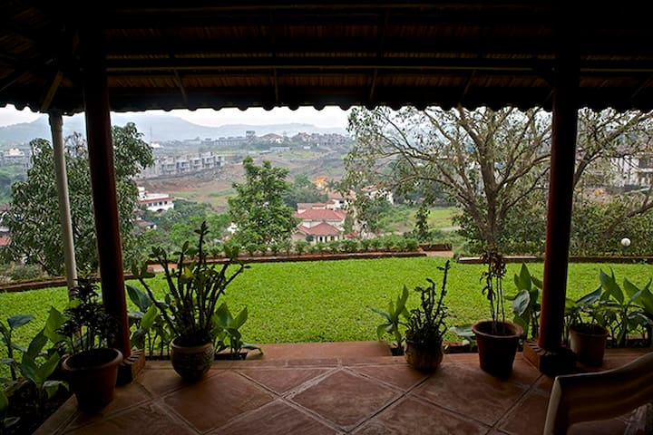 Retreat on Cloud 9 - Lonavala - Bed & Breakfast
