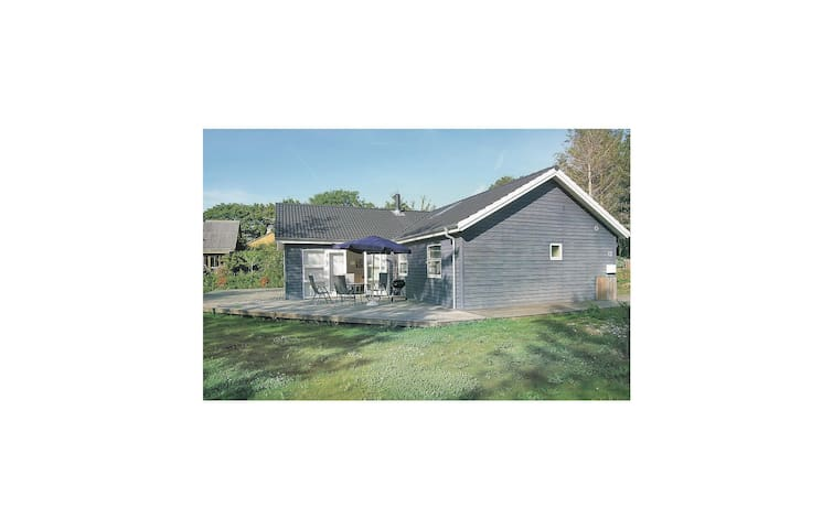 Holiday cottage with 4 bedrooms on 128m² in Vordingborg