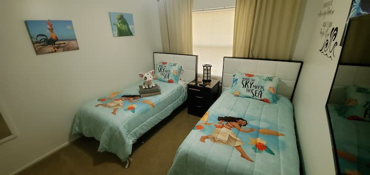 Cozy Moana themed twin room by Disney With Pool!