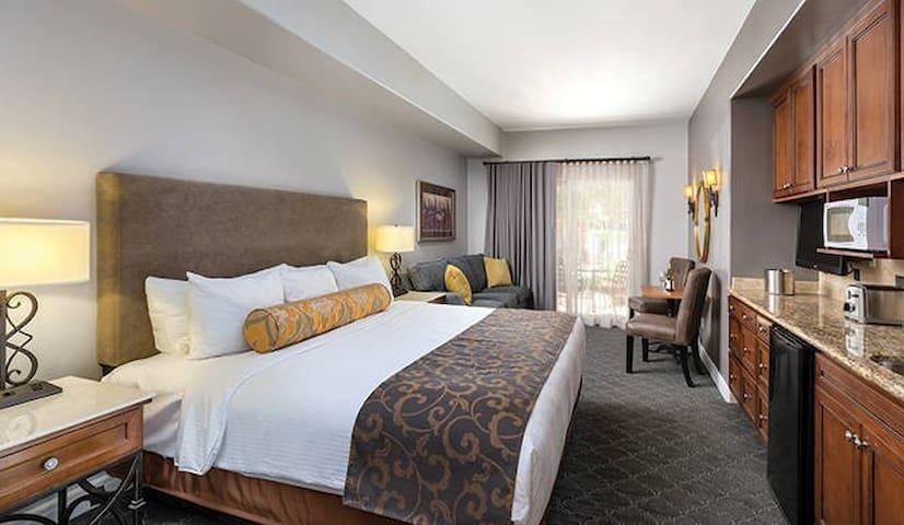 Vino Bello at the Luxurious Meritage Resort!