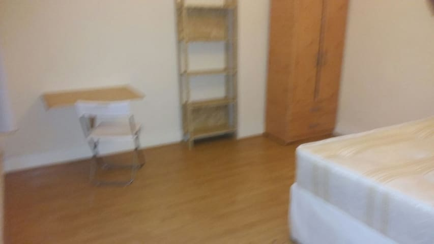 Double Room in Clapton, 1 Min walk from station - London - Haus