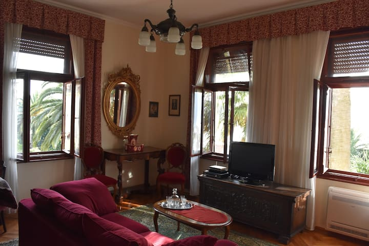 Seaside Apartment Villa from 1910 - Herceg - Novi - Villa