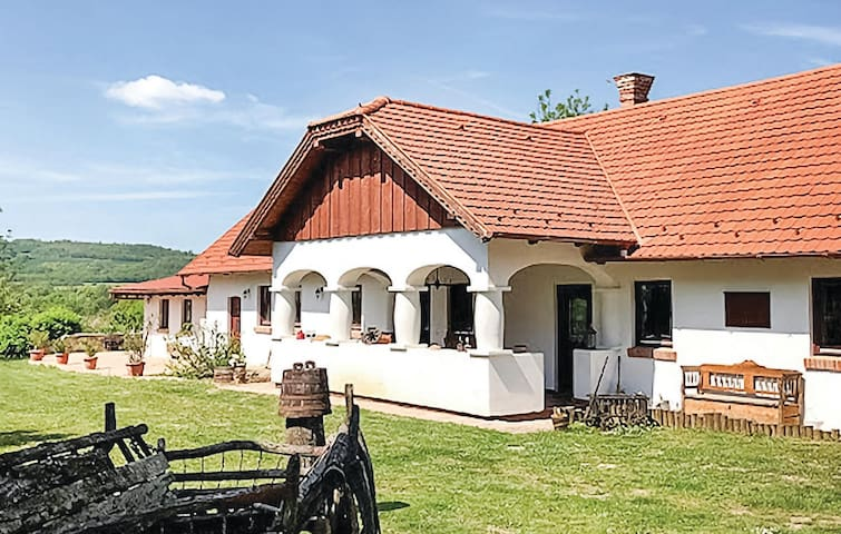 Holiday cottage with 4 bedrooms on 200m² in Szólád