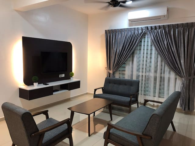 Family Homestay(2.5 story,near jetty& seafood res)