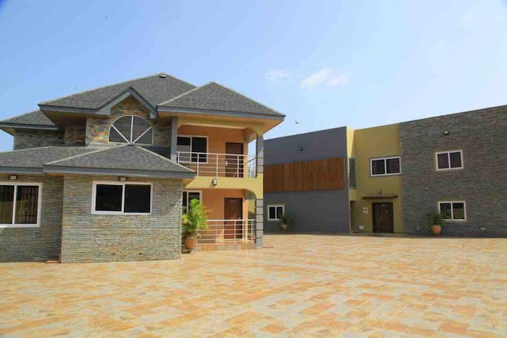 Bays Lodge - Opp The Junction Mall