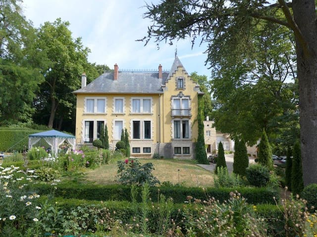 Studio in estate surrounded by lush gardens - Sens-Sennecey-le-Grand - Leilighet